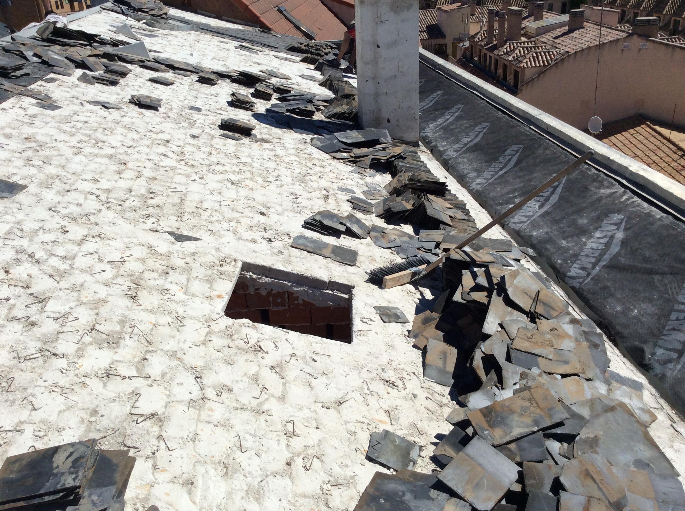 base del tejado de pizarra hundida