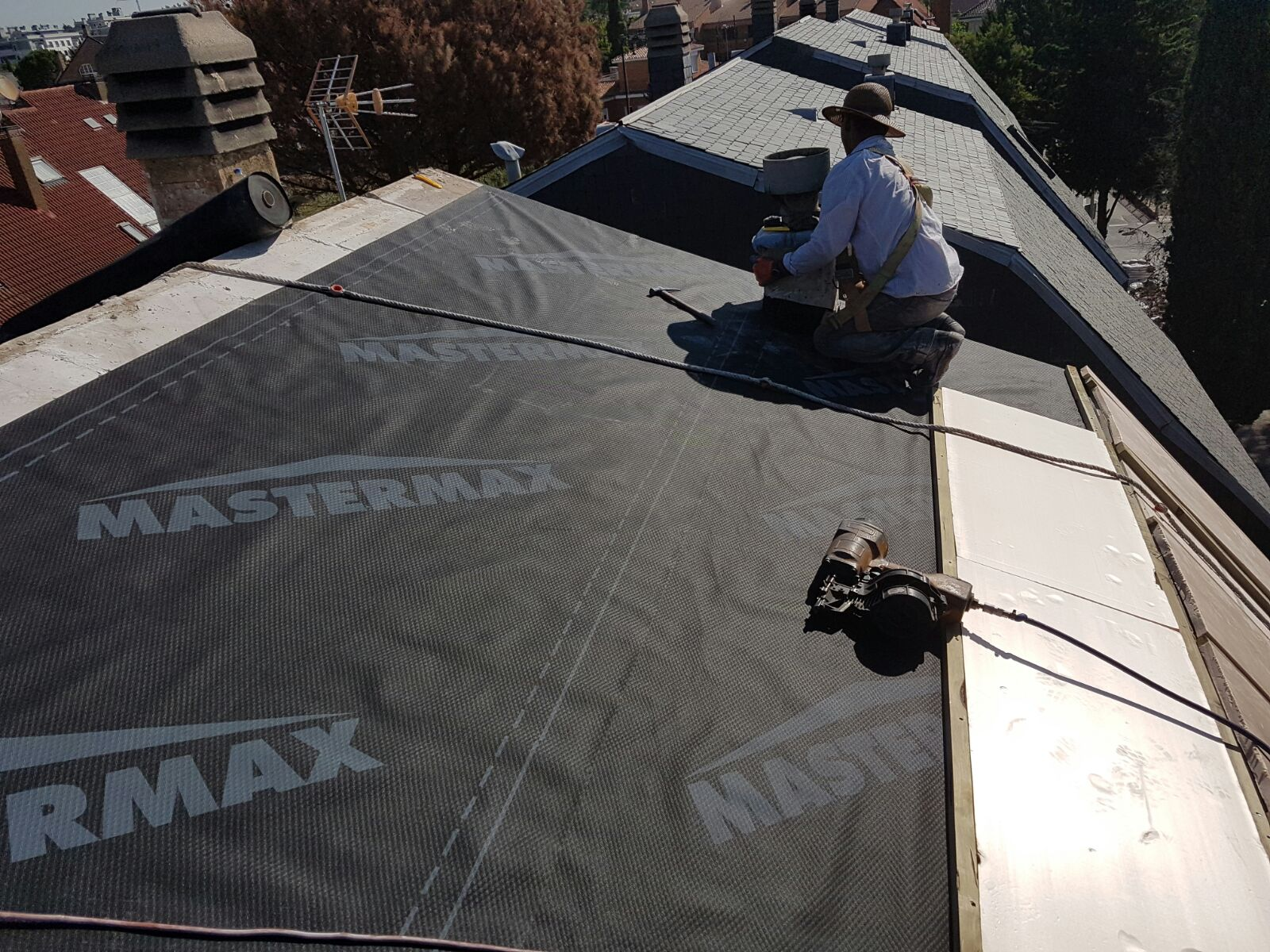 reparación de goteras en tejados de pizarra