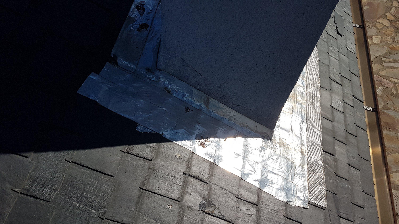 Reparación de goteras en tejado de pizarra mal ejecutada